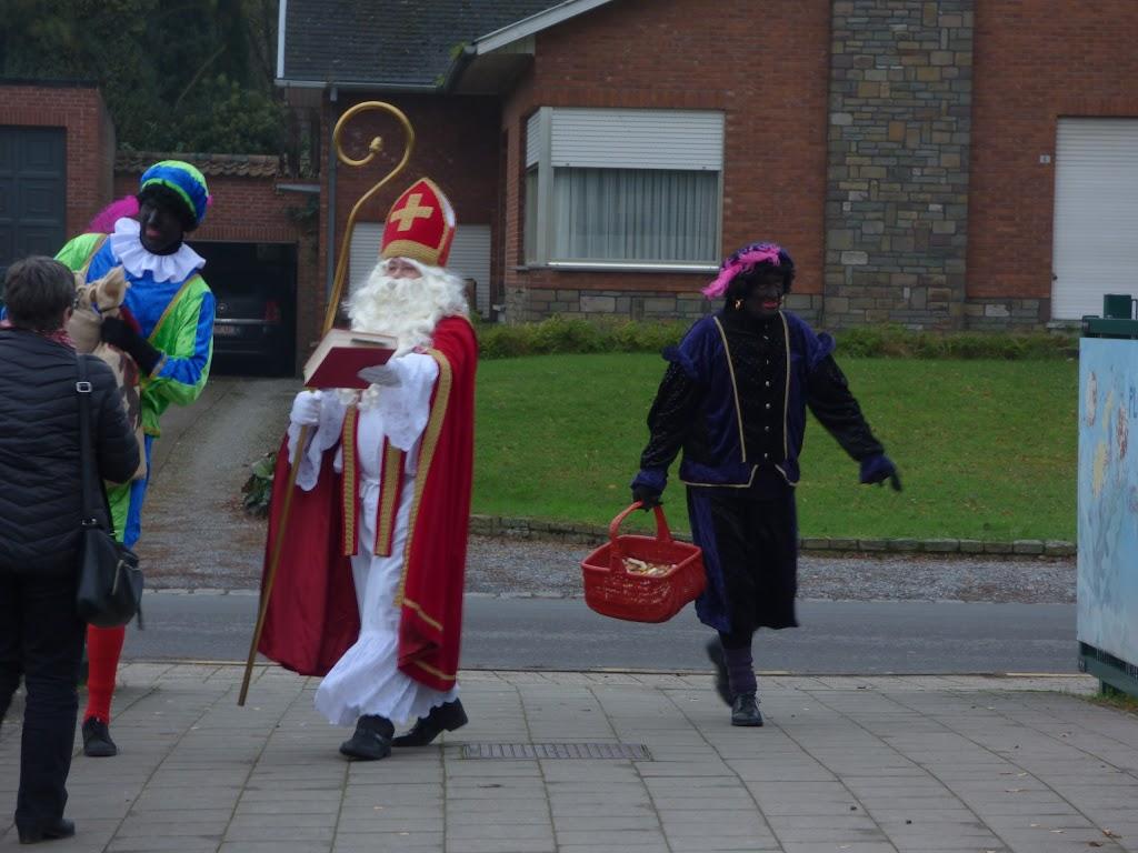 Sinterklaas op bezoek - P1060458.JPG