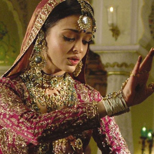 Aishwarya Rai broke from the mould of made-to-fit roles in her career by accepting to play the character of a courtesean in the film Umrao Jaan. Ash looked ethereal and she did a spendid work giving one of her best performance in the film.