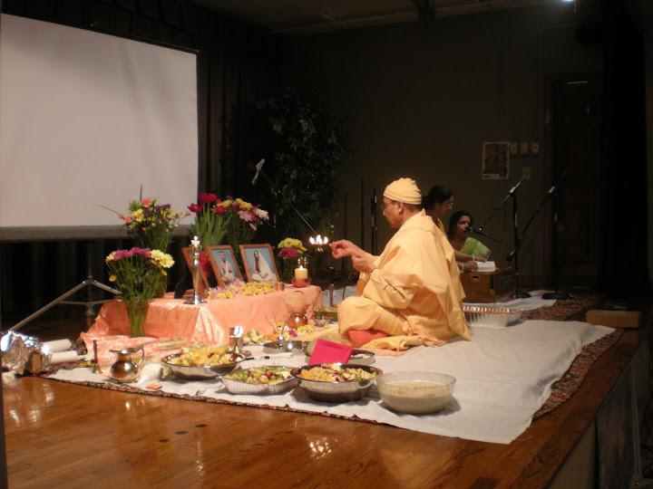Arati by Swami Sarvadevananda