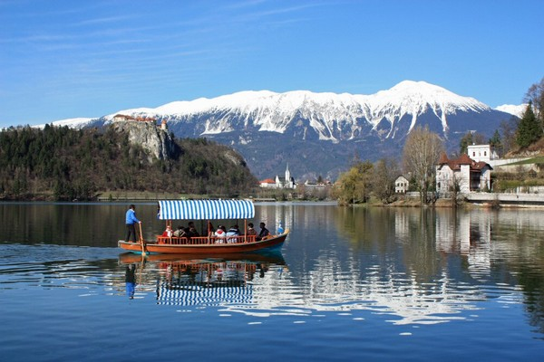 Magic+Bled+Island%252C+Slovenia%25E2%2580%2599s+Picturesque+Wedding+Location+%25286%2529.jpg