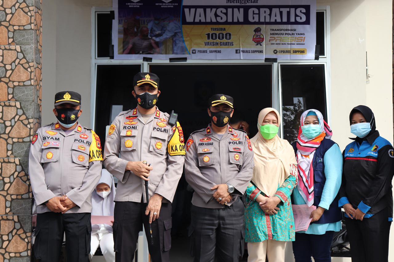Kapolres Soppeng Tinjau Pelaksanaan Vaksinasi yang Dipusatkan di Media Center Satgas Covid-19