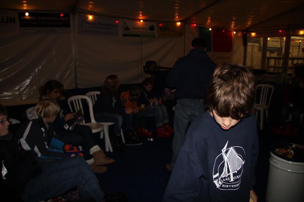 Sinterklaas bij de schaatsbaan - IMG_0444.JPG