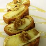 Bruschetta Camembert, Apple, Honey 01.jpg