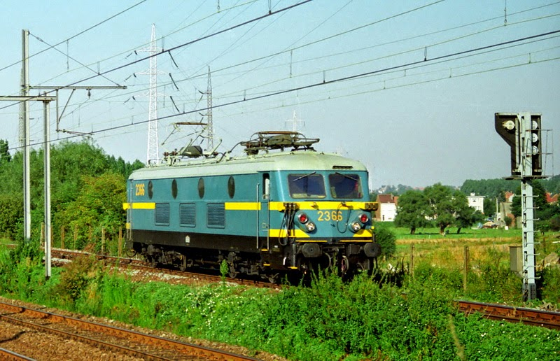 2366 in Buizingen Lijn 26 30.08.2091(foto Axel Vermeulen)