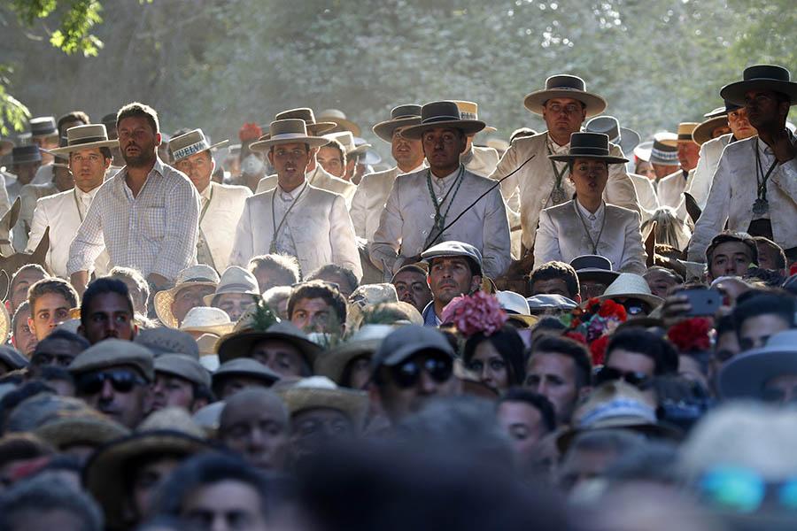 Hermandad del Rocío de Huelva a su paso por La Charca