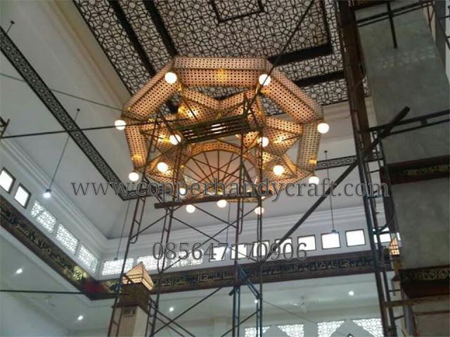 Kerajinan-Lampu-Gantung-Masjid-Tembaga-Kuningan