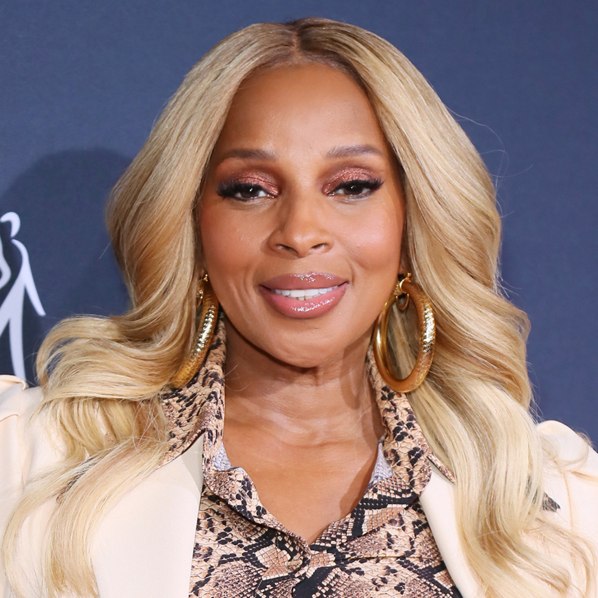 Singer Mary J. Blige, 50, poses nude in new sultry photos