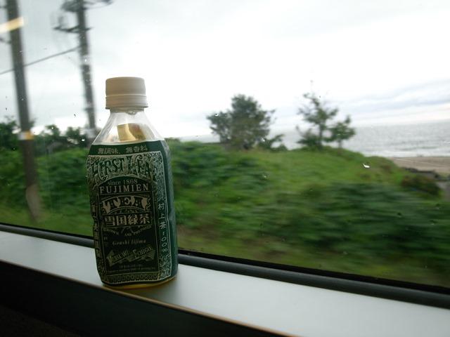 きらきらうえつ車窓雪国緑茶