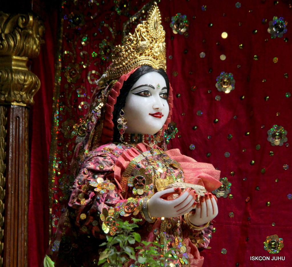 ISKCON Juhu Mangal Deity Darshan on 25th Oct 2016 (21)