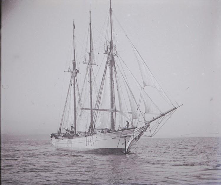 Soberbio y elegante, con clase. Ca. 1910. Archivo Tomas Gomez Bosch. Archivo Fedac.tif