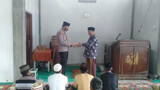 Sambangi Masjid Al Munawaroh, Polsek Talamau Gelar Jumat Barokah