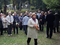 47 Jarábik Gabriella, a Szlovákiai Magyar Kultúra Múzeumának igazgatója koszorúz.JPG