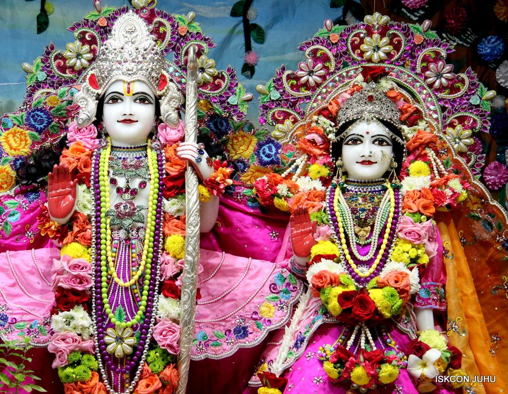 ISKCON Juhu Sringar Deity Darshan on 29th Sep 2016 (34)