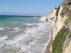 Η παραλία Λογγά στους Περουλάδες