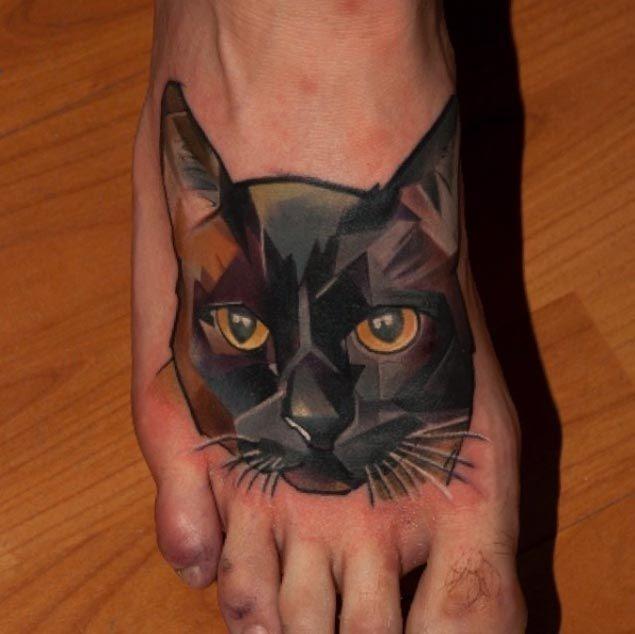 de_olhos_amarelos_gato_preto_a_p_da_tatuagem