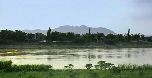 Keberadaan Sungai Brantas berdasarkan cerita legenda muncul karena keinginan Rake Halu Sri  Lokeswara Dharmawangsa Airlangga Anantawikramatunggadewa untuk membagi kerajaan menjadi dua.