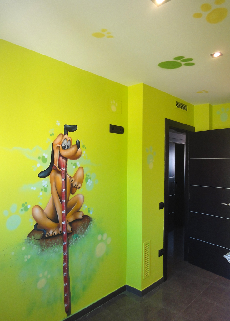 Berok graffiti mural profesional en barcelona mural pluto - Habitaciones infantiles barcelona ...