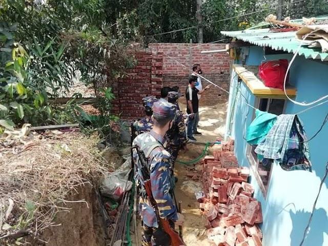 আদর্শগ্রামে মাদক-কারবারি  পাহাড় কেটে ভবন নির্মাণ ; অবশেষে উচ্ছেদ অভিযান