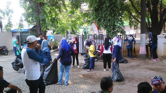 Aksi World Cleanup Day, Warnai Semangat Para ASN di Kota Bekasi.