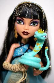 MARINA: Cleo de Nile y su mascota (la primera Cleo que salió a la venta, junto a su novio Deuce Gorgon)