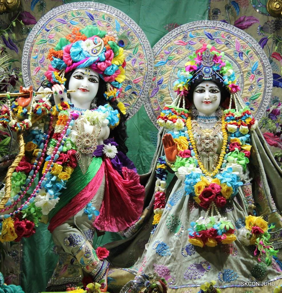 ISKCON Juhu Sringar Deity Darshan on 26th Aug 2016 (35)