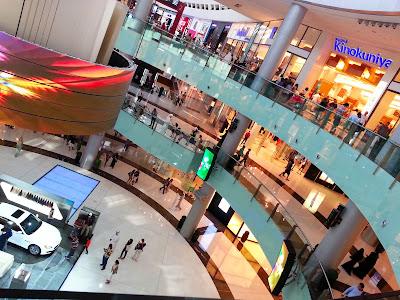 servicefromheart travelxp dubai mall uae emirates  kinokuniya