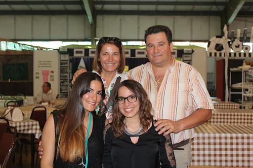 Em cima Maria Helena e António Carvalho com as filhas Susana e Liliana Carvalho