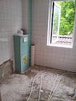 Hangend toilet geplaatst