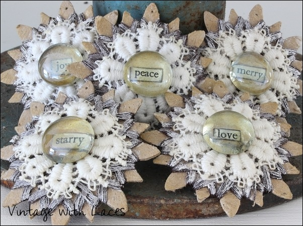 Christmas ornaments made from star-shaped thread cards