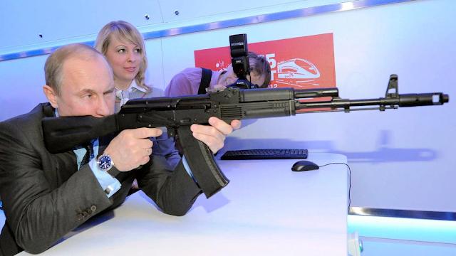 El régimen de Putin comparó la vacuna rusa con un fusil AK-47