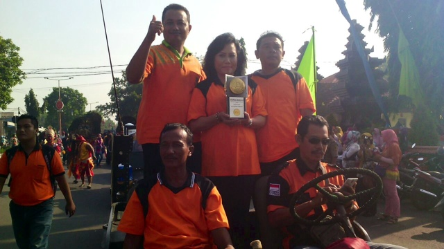 Ratusan PGC, Kader Berseri dan Gus Yuk Kirab Adipura Kencana Keliling Kota Mojokerto