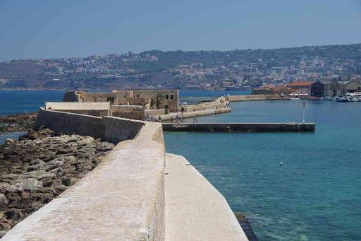 La Canée (Χανιά), la jetée vue depuis le phare.