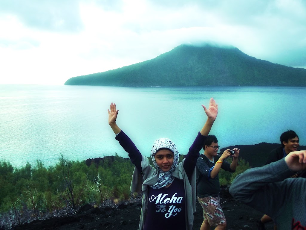 bass-ahmed-at-krakatoa-mountain-sunda-strait-indonesia-29-01-01-2012-052