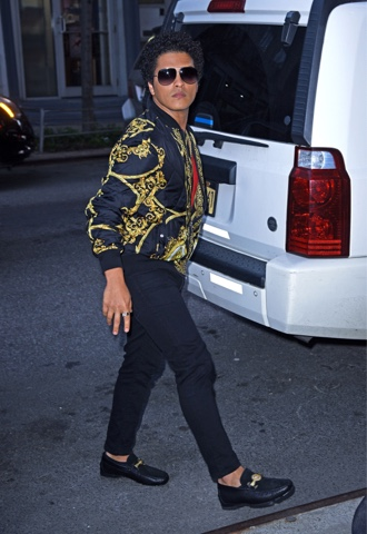 Bruno Mars Wears Which Nike Shoes At The Britts