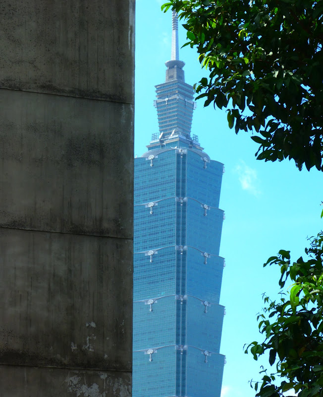 Taipei. Si Shou shan, en plein coeur de Taipei. Accès par un chemin bien plus sauvage. - P1240804.JPG