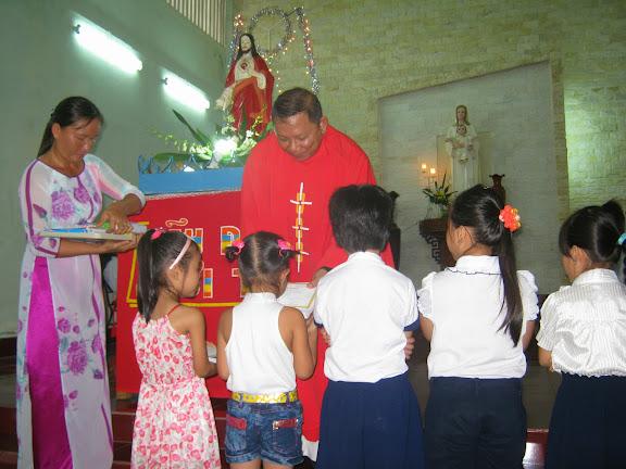 Thánh lễ bế giảng năm học giáo lý 2013 – 2014 tại giáo xứ Dục Mỹ - Giáo phận Nha Trang.