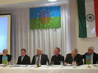 A konferencia elnöki asztala.JPG