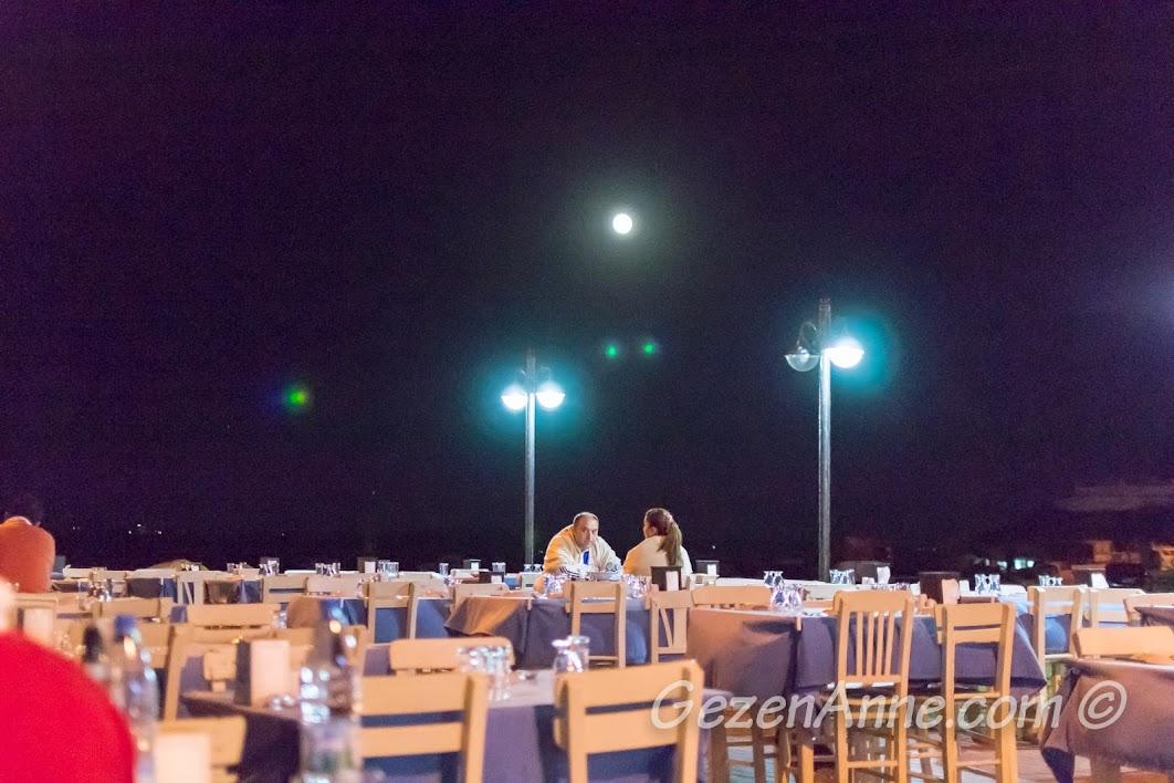 Bozcaada, Koreli Restoran'ın masaları