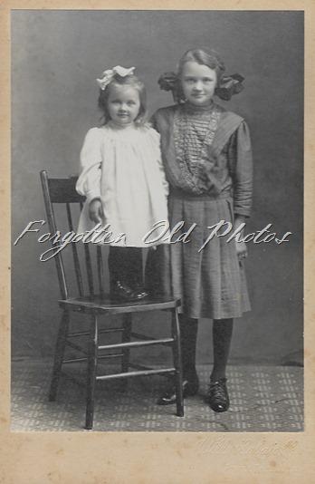 Myrtle and Evelyn Leithe Eliz ant