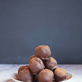 Tripple Chocolate Cake Balls…….and they are healthy!.
