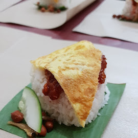 Nasi Lemak by Buchat Add - Food & Drink Plated Food ( foods, malaysian foods, nasi lemak, breakfast, delicious )