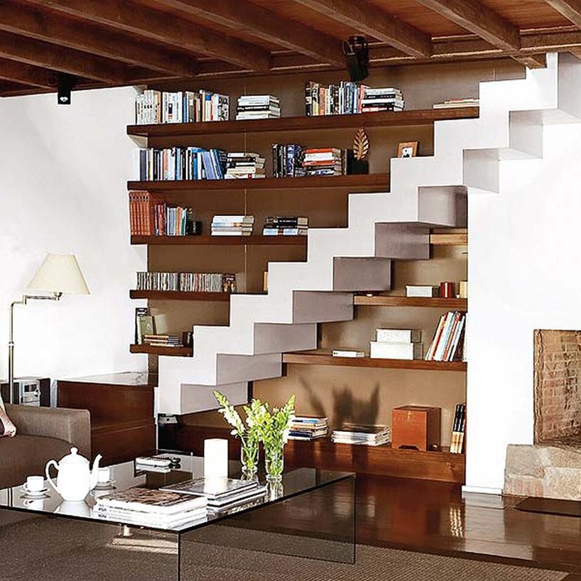 espacio debajo de escaleras para almacenar cosas
