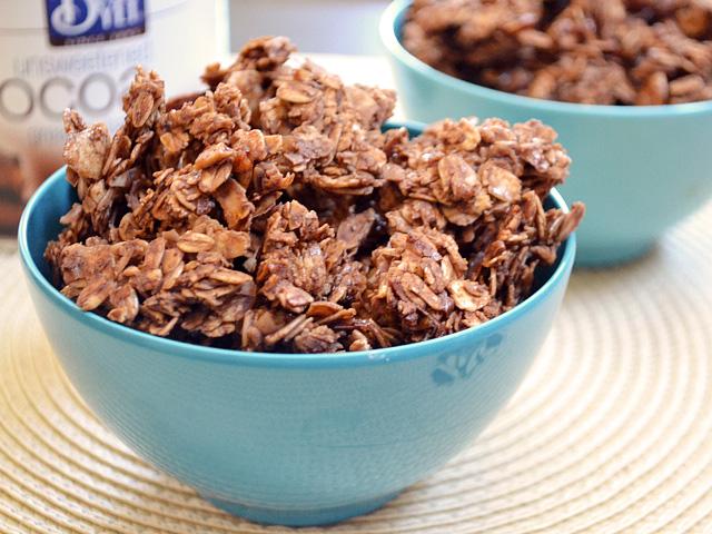 choco-coconut granola