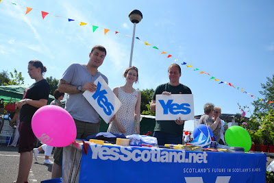 13-07-2013 - By Scott Campbell (+44) 0774 296 870 - Cumbernauld Gala Day, 2013, at Cumbernauld New Town Hall; Yes Scotland campaign stall.