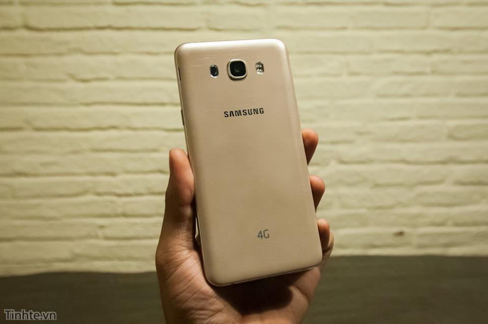 Tinhte.vn_Samsung_Galaxy_J7-10.jpg