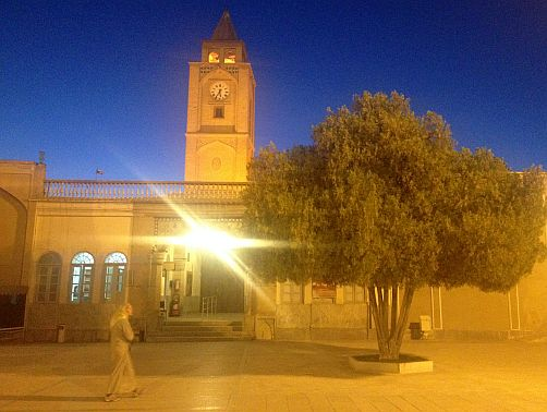 Blaue Stunde am Glockenturm an der armenischen Vank-Kathedrale von Jolfa, Isfahan