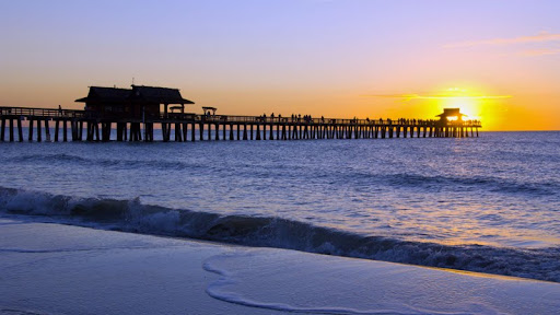 Naples Beach Pier, Florida.jpg