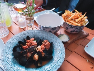 Furlough Toronto: moules and frites