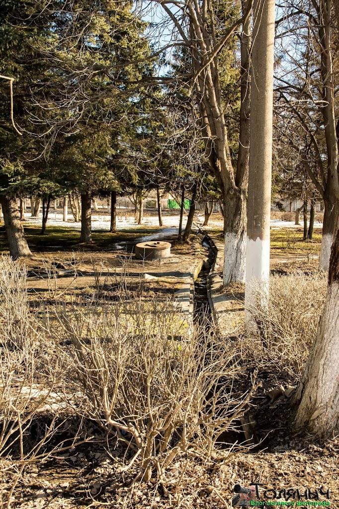Ясногорск. Непонятная траншея на памятнике погибшим воинам