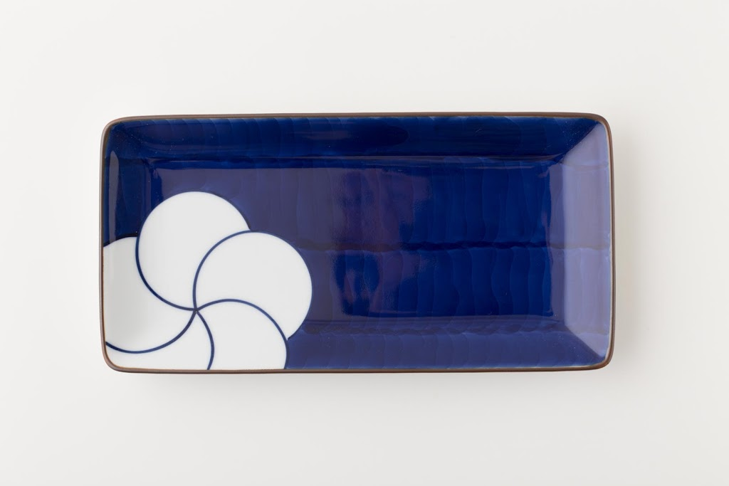 Brush-painted Nejiri-Ume Porcelain Rectangle Plate L Twisted Plum